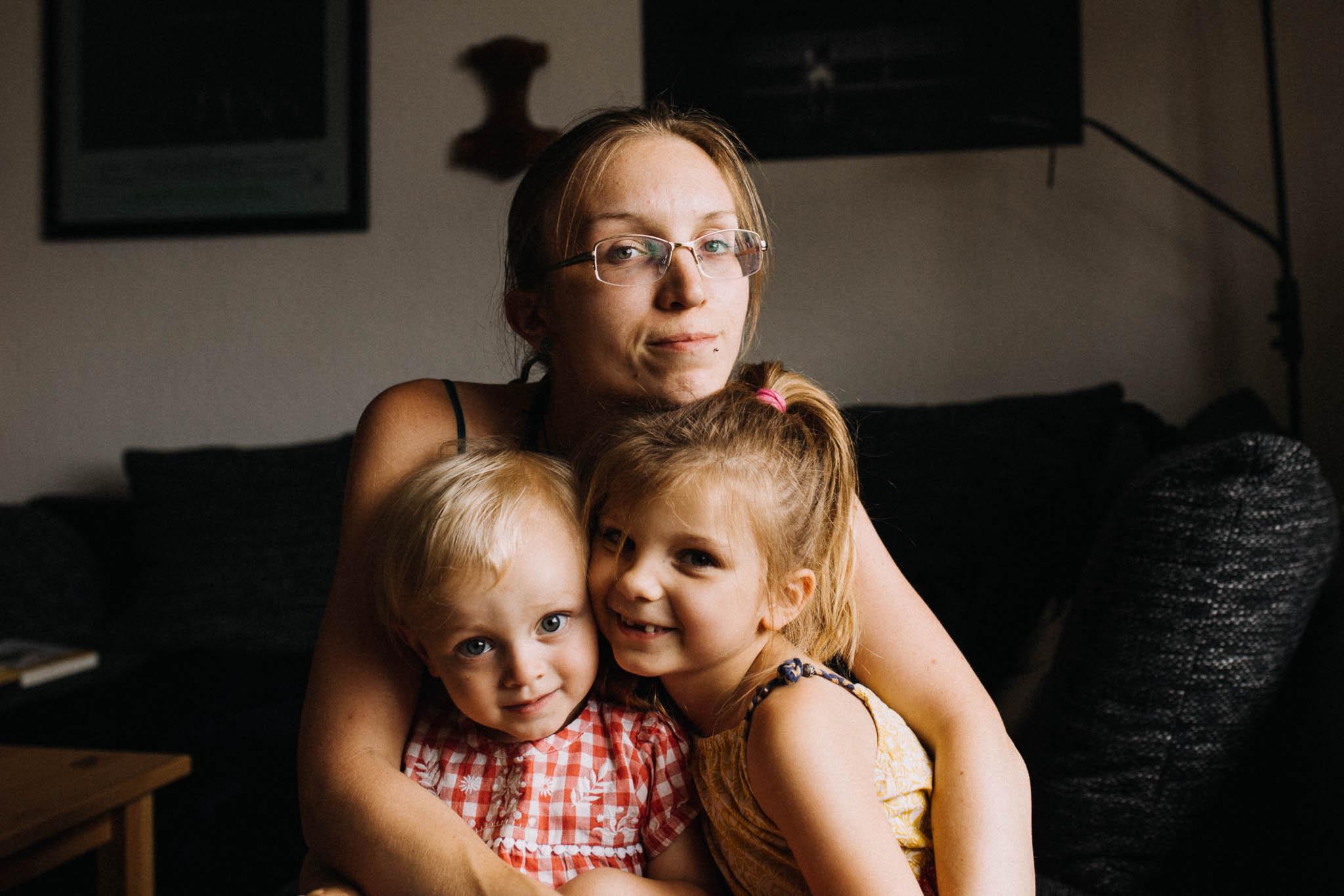 Maren Scheffler mit ihren zwei Töchtern