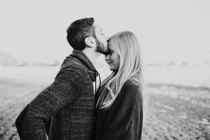 Paarshooting - er küsst sie auf die Stirn