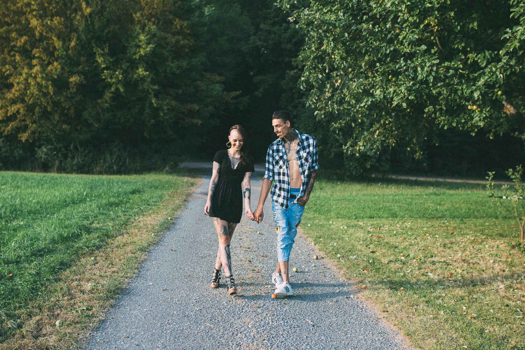 Pärchen in der Natur von Rutesheim für ein Paarshooting