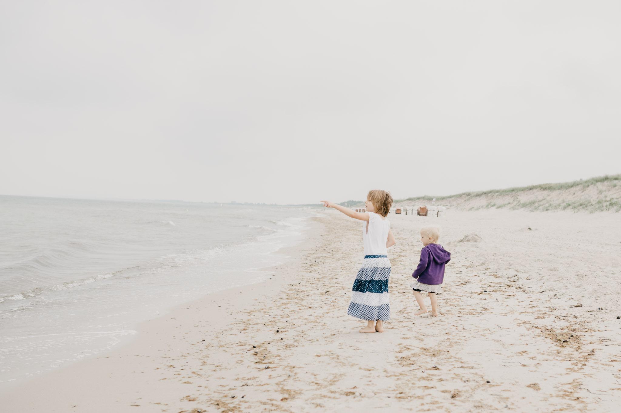 Unsere Töchter am Ostseestrand Dierhagen