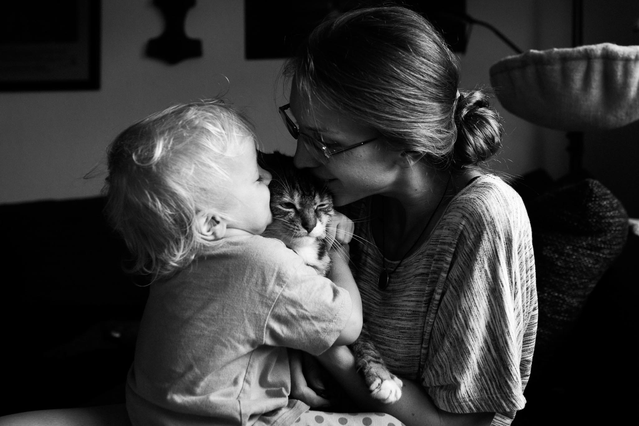 Meine Tochter, unser Kater und ich.