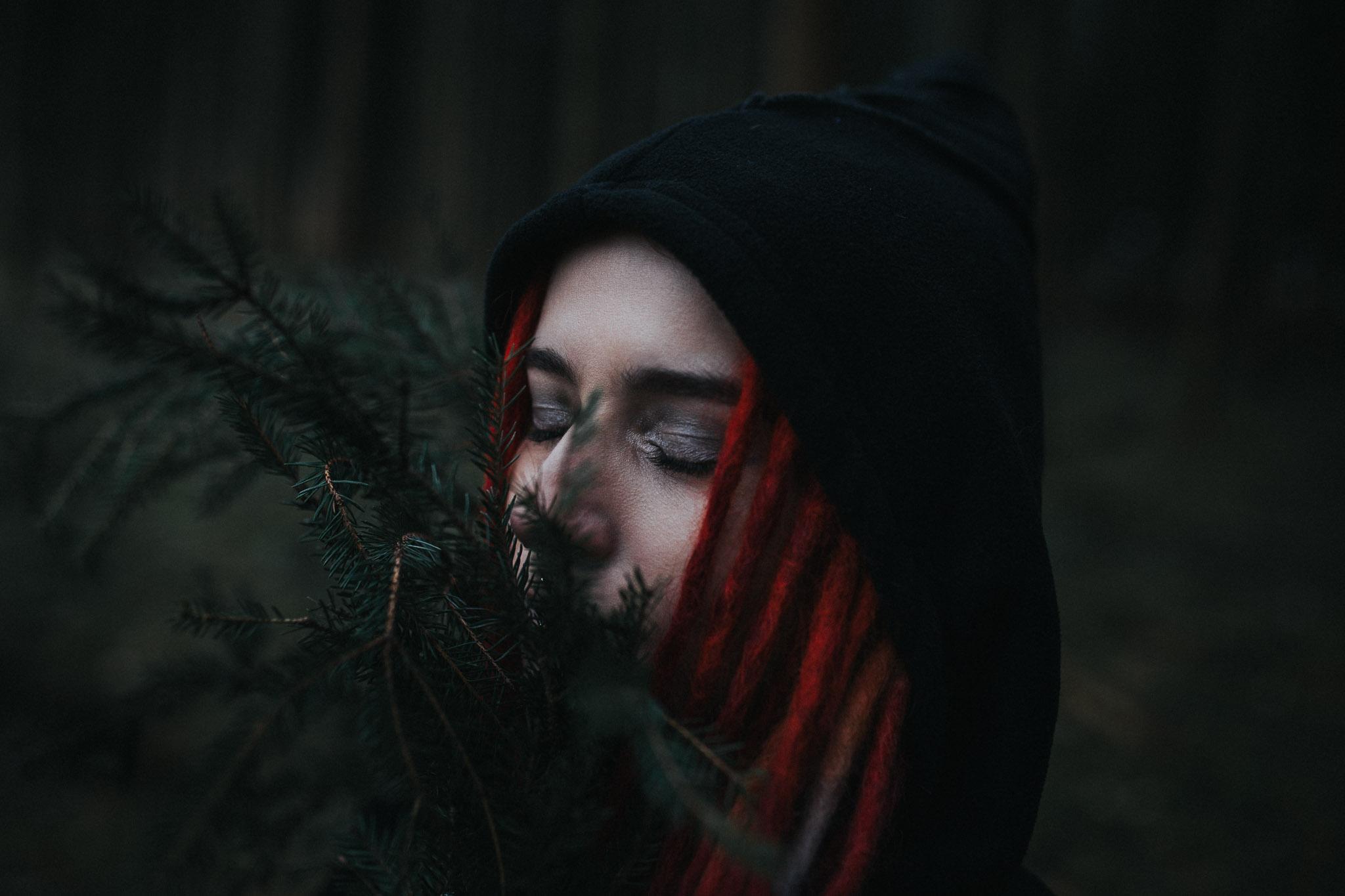 Portrait von Stella im Wald